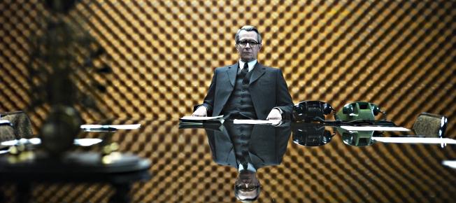 Smiley im Konferenzraum des MI6