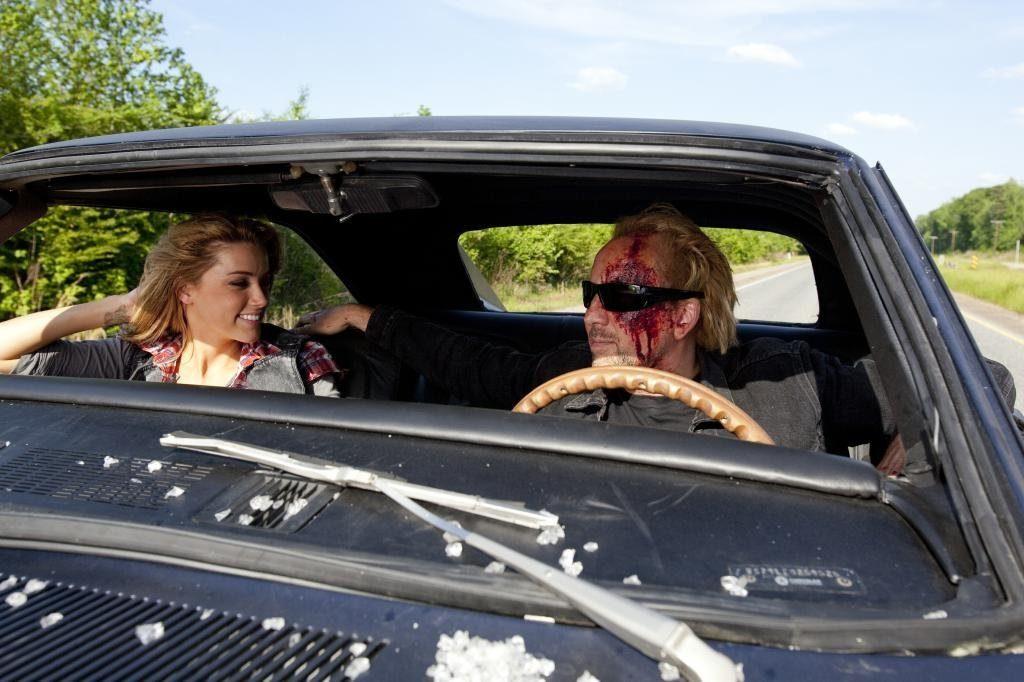 Nic Cage und Amber Heard auf Road-Trip (© Warner Bros)