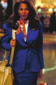 Die hübsche Stewardess Jackie Brown ist der Mittelpunkt des Films. (Bildquelle: StudioCanal)