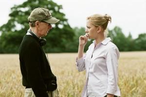 Woody Allen gibt Scarlett Johansson Anweisungen (Quelle: NFP)