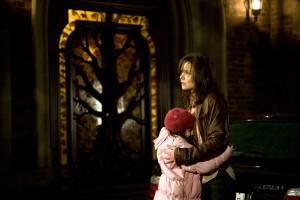 """Katie Holmes und Bailee Madison in """"Don't Be Afraid Of The Dark"""""""