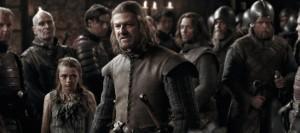 Die veränstigte Arya mit Ned zwischen zahlreichen düsteren Rittern (Quelle: HBO)