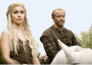 Daenery mit ihrem Leibwächter und Vertrauten Ser Jorah Mormont (Quelle: HBO)