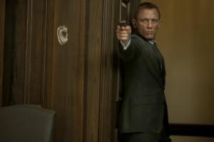 Daniel Craig ist zurück im Dienste ihrer Majestät (Bildquelle: Sony Pictures)