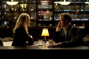 Stephen und Molly trinken zusammen in einer Motel-Bar (Bildquelle: Tobis Film)