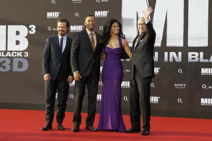 Brolin, Smith, Scherzinger, Sonnenfeld beim Gruppenfoto (Bildquelle: Sony Pictures)