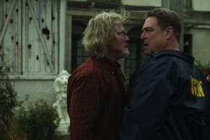 Agent Keenan bietet Cooper die Stirn (Bildquelle: Ascot Elite)