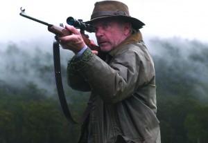 Sam Neill ist bereit zum Abschuss (Bildquelle: Ascot Elite)