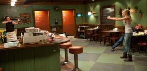 Tes duelliert sich mit Billy im Diner (Quelle Universum Film)