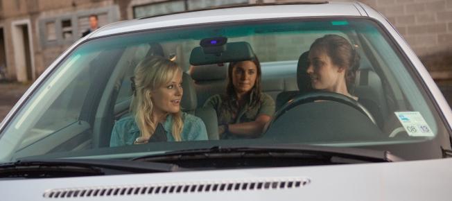 Tes, Kara und Dawn auf dem Weg zum Diner (Quelle: Universum Film)