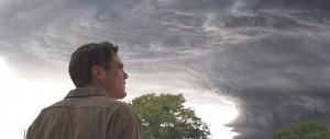 Curtis beobachtet im Traum den aufziehenden Sturm (Quelle: Ascot Elite)