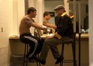 Tommy und Paddy bei der Kampfvorbereitung (Quelle: Universum Film)