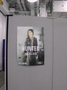 """Melissa George auf einem Plakat ihrer neuen TV-Serie """"Hunted""""(Quelle: Thomas Trierweiler)"""