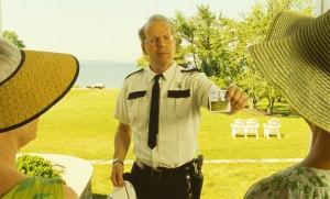 Bruce Willis als einfältiger Sheriff (Quelle: Universal Pictures)