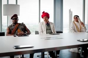 Agent Ranjid undercover beim Bösewichte-Treffen (Quelle: Constantin Film)