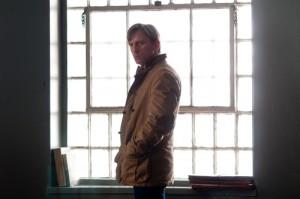 Daniel Craig am Fenster