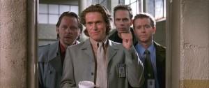 Agent Smecker führt seine Kollegen vor (Quelle: Capelight Pictures)