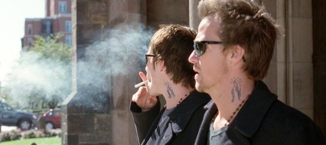 Connor und Murphy rauchen
