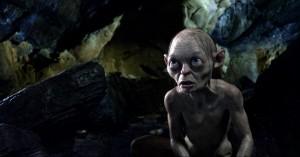 Gollum mustert seinen Gegenüber (Quelle: Warner Bros.)
