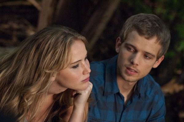 Elissa ist von dem mysteriösen Ryan fasziniert (Quelle: Universum Film)
