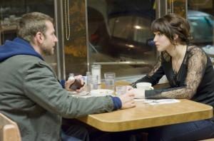 Pat und Tiffany diskutieren in einem Diner (Quelle: Senator Film)