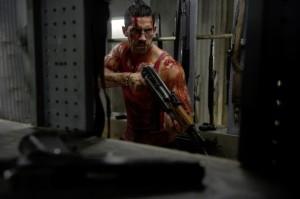 Scott Adkins kämpft als John gegen mächtige Gegner (Quelle: StudioCanal)