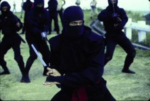 Joe Armstrong im Ninja-Outfit (Quelle:StudioCanal)