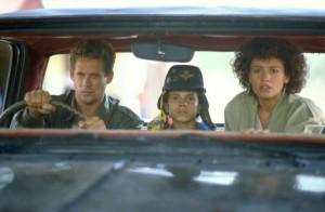 Joe mit Toto und Alicia im Auto (Quelle:StudioCanal)