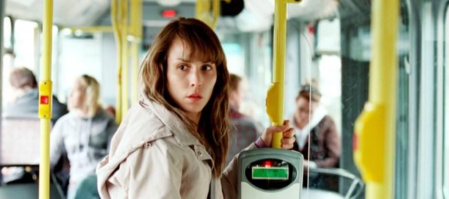 Anna im Bus (Quelle: NFP)