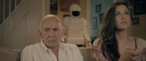 Frank mit seiner Tochter - der Roboter hat Pause (Quelle: Senator Home Entertainment)