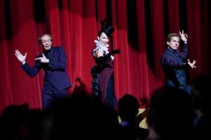 Burt und Anton auf der Bühne (Quelle: Warner Bros.)