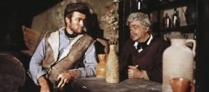 Joe im Gespräch mit Barkeeper Silvanito (Quelle: Universum Film)