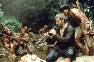 Father Gabriel fasziniert die Indianer (Quelle: StudioCanal)