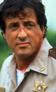 Sylvester Stallone als Sheriff Freddy in Hochform (Quelle: StudioCanal)