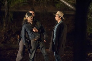 Raylan mustert Dickie und Doyle Bennett (Quelle: Sony Pictures Home Entertainment)