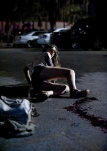 Die junge Frau ist Frank zu nah gekommen (Quelle: Ascot Elite)