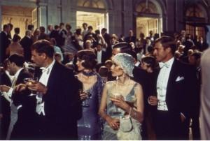 Auf den berühmten Partys des geheimnisvollen Millionärs tummelt sich die High Society. (Quelle: Paramount Home Entertainment)