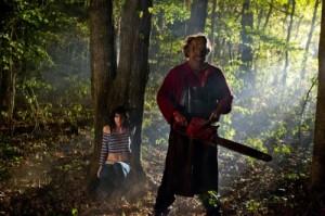Heather versteckt sich vor Leatherface (Quelle: Constantin Film)