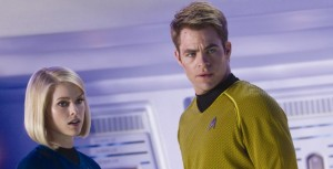 Captain Kirk mit Dr. Carol Marcus (Quelle: Paramount Pictures Germany)