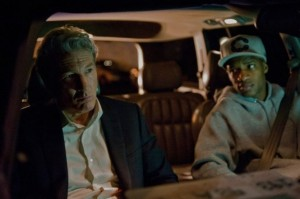 Jimmy spielt für Robert den Fahrer (Quelle: Universum Film)