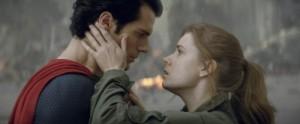 Superman und Lois Lane sehr innig (Quelle: Warner Bros. Germany)
