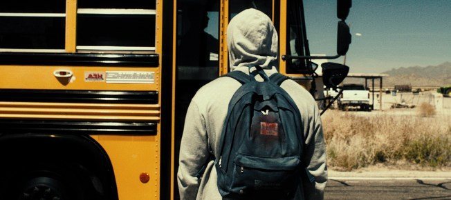 Frederic auf dem Weg zu seinem ersten Schultag als Nicholas (Quelle: Ascot Elite)