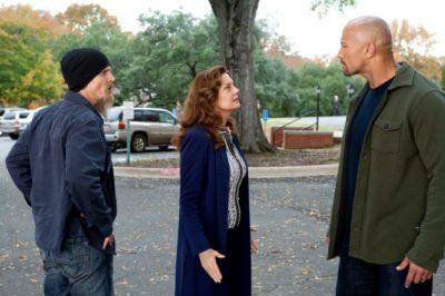 John diskutiert mit Staatsanwältin Keeghan - Agent Cooper lauscht (Quelle: Tobis Film)