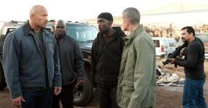 Malik und Anhang weisen John in seine neue Tätigkeit ein (Quelle: Tobis Film)