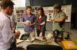 Quinn, Dexter, Debra und Angel rätseln über die mysteriösen Taten (Quelle: Paramount Pictures Home Entertainment)