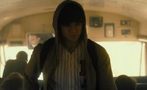 Frederic im Schulbus auf dem Weg zu seinem ersten Schultag als Nicholas (Quelle: Ascot Elite)
