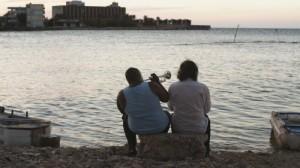 Strand und Trompetenklänge (Quelle: Alamode Film)
