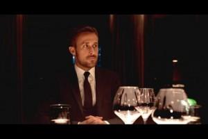 Julian im Restaurant (Quelle: Tiberius Film)