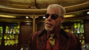 Ron Perlman ist wie fast immer bei Guillermo del Toro dabei (Quelle: Warner Bros.)