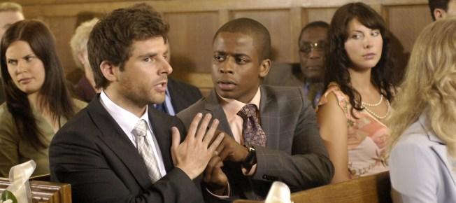 Shawn und Gus ermitteln in der Kirche (Quelle: Universal Pictures Home Entertainment)